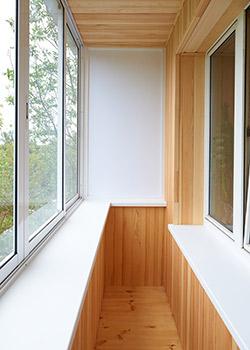 Балкон закругленной формы отделка внутри.